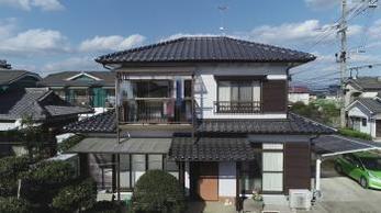 セメント瓦から陶器瓦へと葺き替えを行うことで風格ある屋根になりました!
